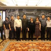 美国SEMA代表琳达走访北京酷车小镇